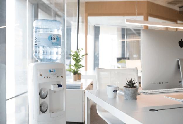 Wasserspender mit Gallonen für firmen